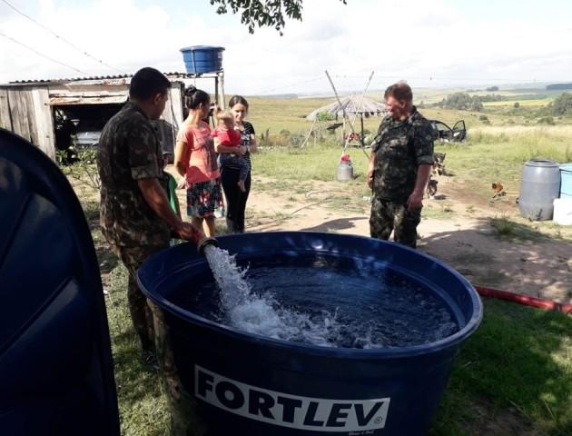 Parceria entre Prefeitura e Exército disponibiliza água potável no interior