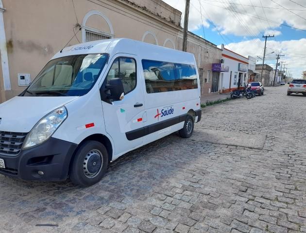 Prefeitura disponibiliza van exclusiva para transporte de pacientes crônicos