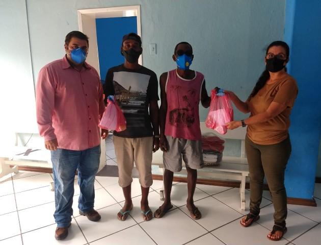 Prefeitura entrega kit de prevenção contra Coronavírus junto com cestas básicas