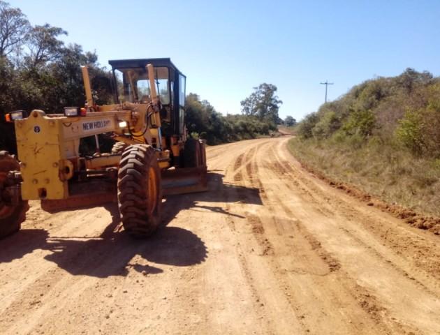 Reparos são efetuados nas estradas do interior